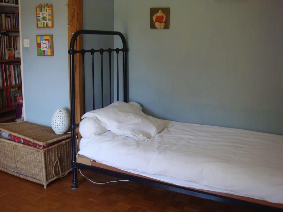 Chambre bleue proche de la gare maisons louer poitiers poitou charentes france - Location chambre poitiers ...