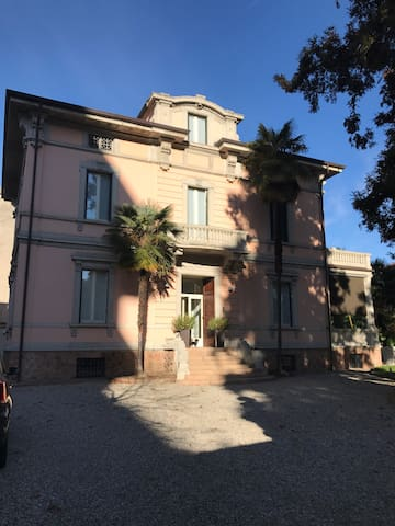 Luxurious villa in the city center - Varese - Villa