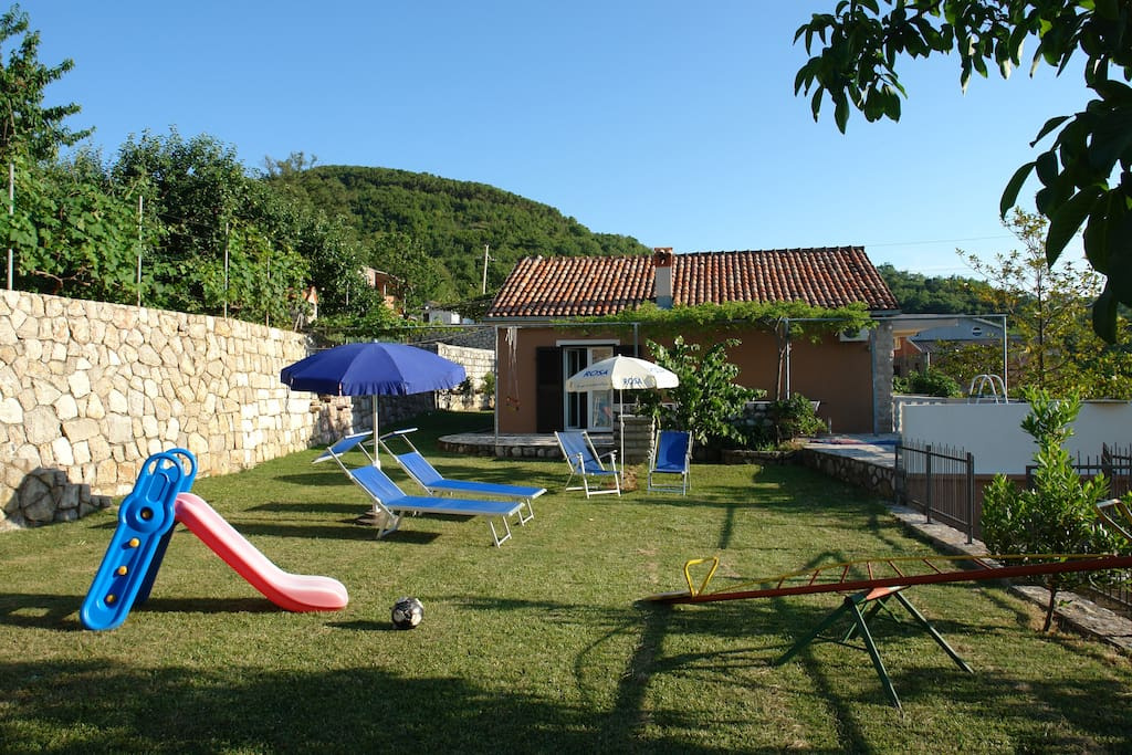 Lovely garden - play-yard and sunbathing area