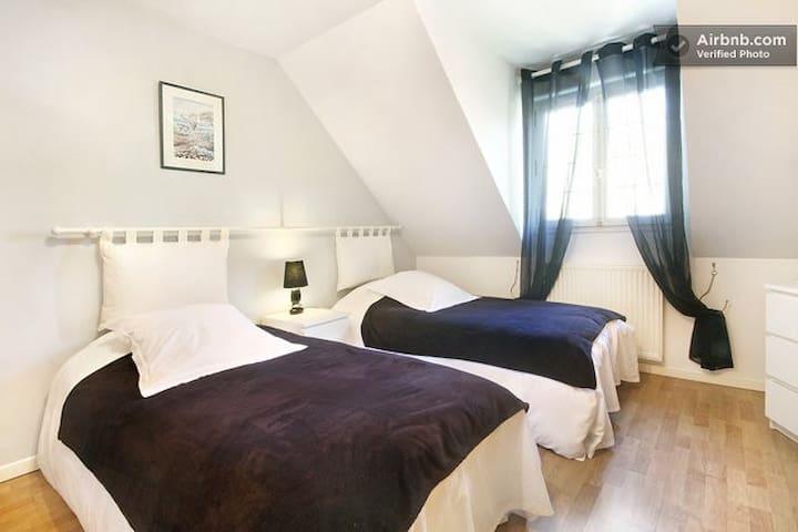 Les Chambres du Lac. La florale - Forges-les-Eaux - Bed & Breakfast
