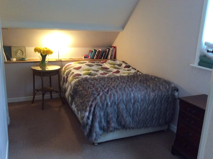 Comfortable bright room. Fordingbridge New Forest