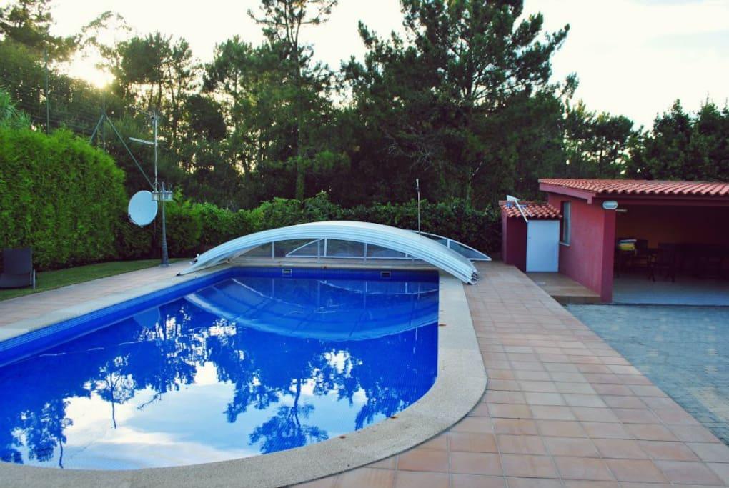 Preciosa y acogedora casa de madera en el campo casas - Casas de campo en galicia ...