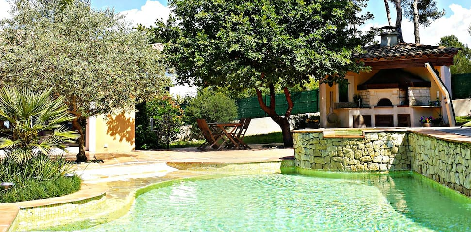 Beautiful studio in front of pool - Gréasque - House