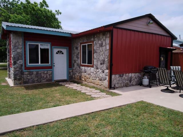 Rock House Resort, Nautical Cabin, Lake Texoma!