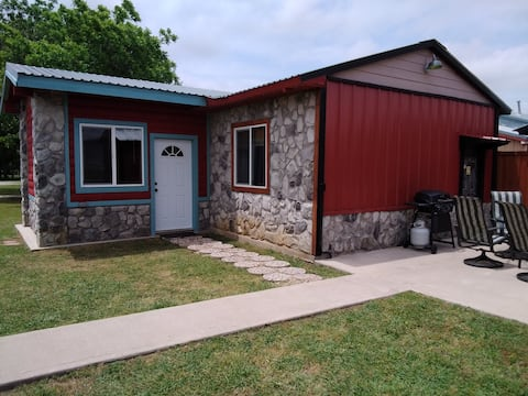 Nautical Cabin 3 Bdrm at RHR, Lake Texoma!