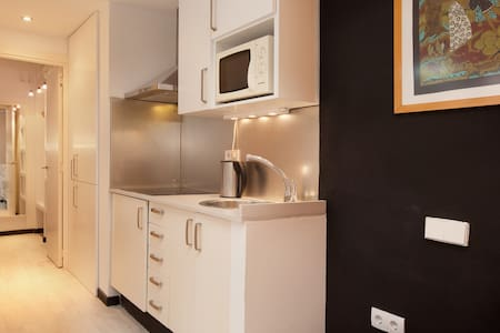Lovely room in beautiful, vibrant El Born + Wi-Fi - Barcelona - Apartment