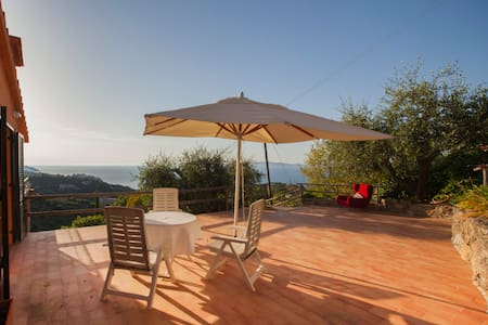 Villa with wonderful panorama - Porto Santo Stefano - บ้าน
