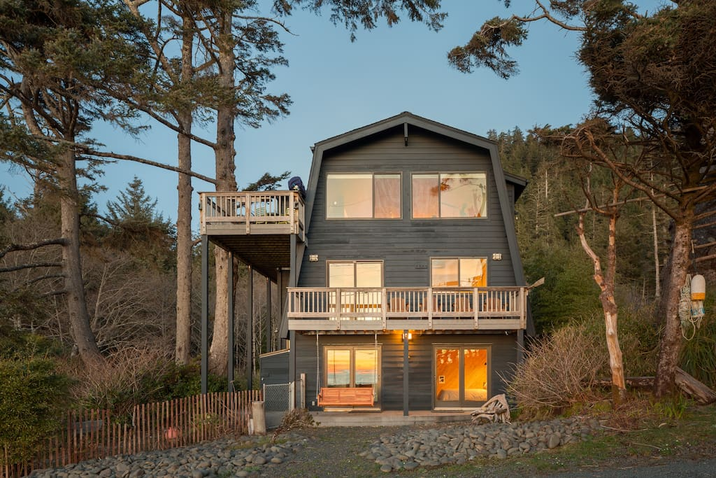 Hidden on a quiet stretch of the Oregon coast and surrounded by Pacific Ocean to the West and Oswald West State Park forest to the East, this property is an oasis for nature lovers to disconnect from the busy pace of everyday life, relax, and recharge.