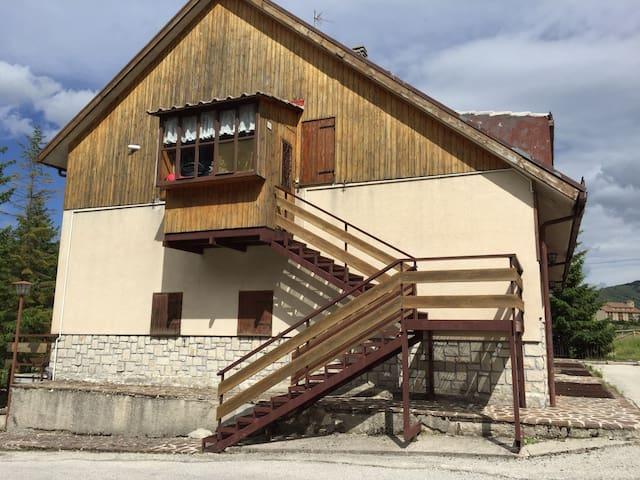 affascinante casa tutto parquet - Ovindoli - Leilighet