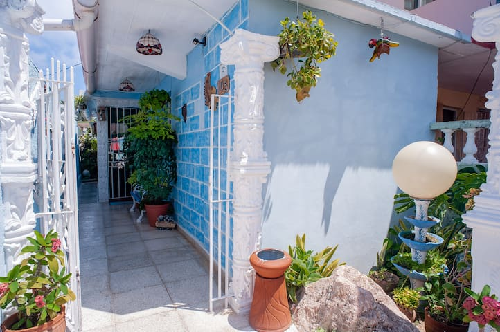 Delightful+wifi house just 30m from the beach-Full