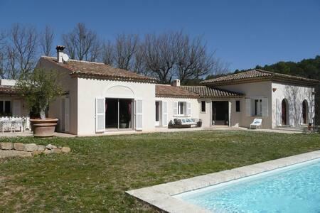 Chambre dans villa à proximité d'Aix-en-Provence