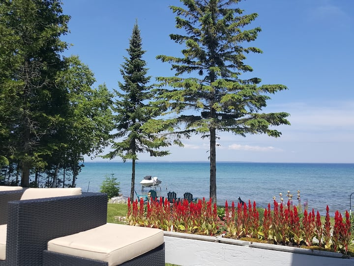 Beachfront, Spectacular views & Close to town.