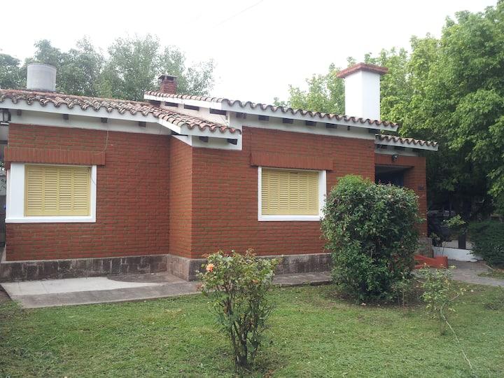 Casa con patio exclusivo, excelente ubicación