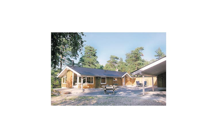 Holiday cottage with 4 bedrooms on 112 m² in Hadsund