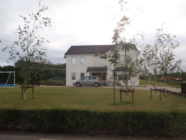 Welcoming 2 storey country house - Killarney
