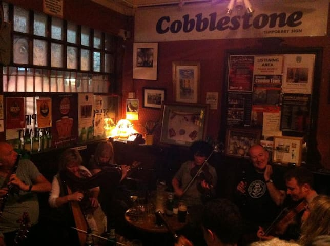 Cobblestones - the local pub, famous for traditional irish music and great guiness