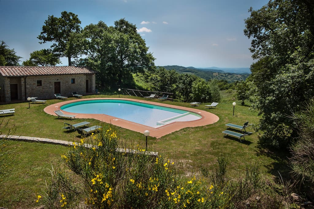 From the pool you have excellent views of the Tuscan hills.