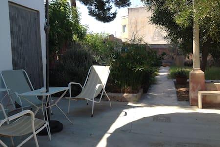 Casa acojedora con patio y jardín - Portocolom