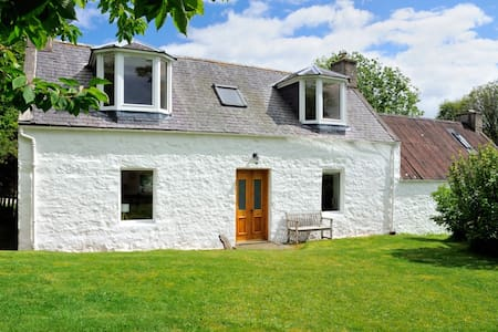 Peaceful retreat at charming cottage in Glenlivet