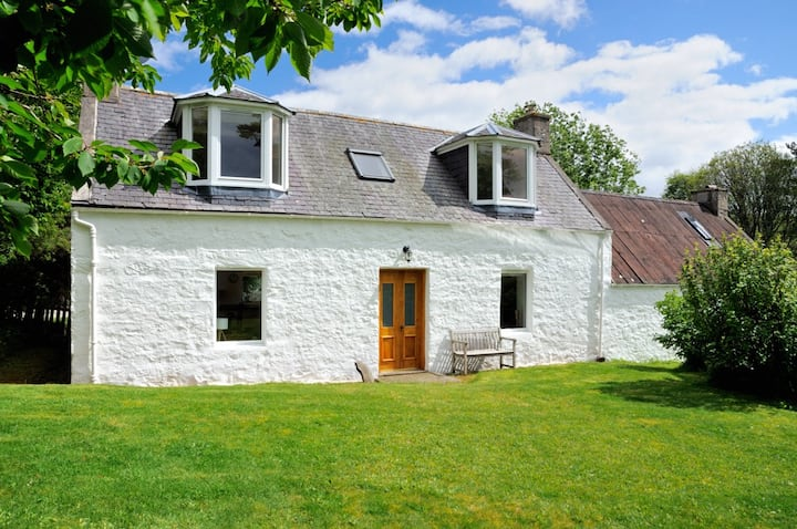 Peaceful retreat at charming cottage in Glenlivet