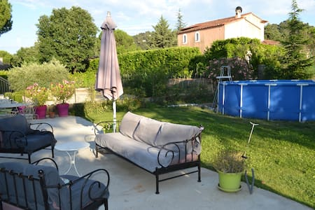 Villa familiale proche luberon - Charleval - วิลล่า