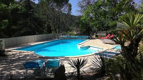 casa moderna, gran piscina climatizada, terreno romántico