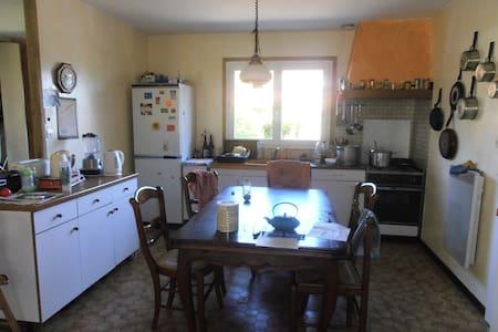 Chambres dans maison avec jardin - Brignais - Hus