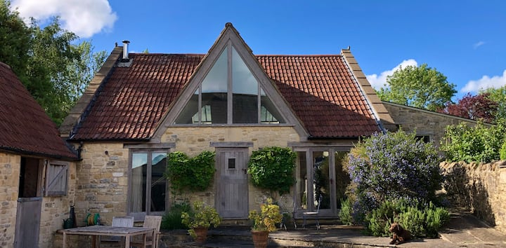 Stunning & spacious hideaway barn nr Bruton & Bath