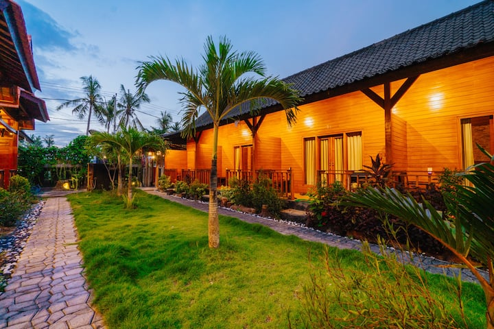 Chic Wooden Cabin, Walking Distance to Harbour *2