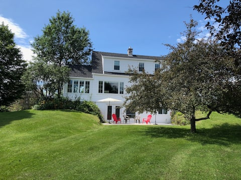 Village House in Iconic Vermont Town