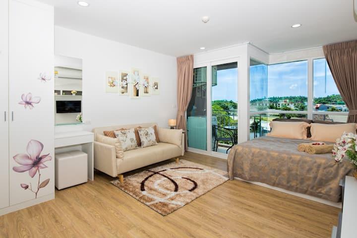 Smartly Equipped Elegant Studio @Kata, beach -900m