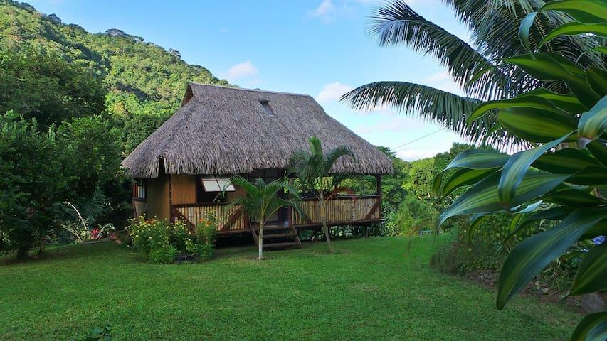 Bungalow polynésien à Moorea - AFAREAITU - ที่พักพร้อมอาหารเช้า