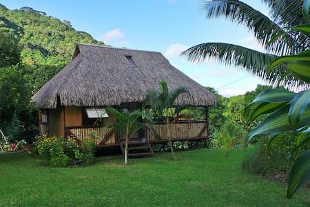 Bungalow polynésien à Moorea - AFAREAITU - 家庭式旅館