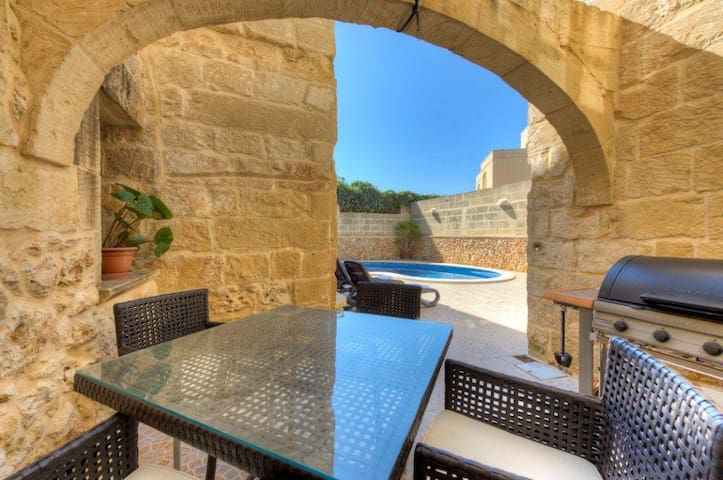 Ta Vitor F/House Free WIFI/Cable TV - Għajnsielem - House