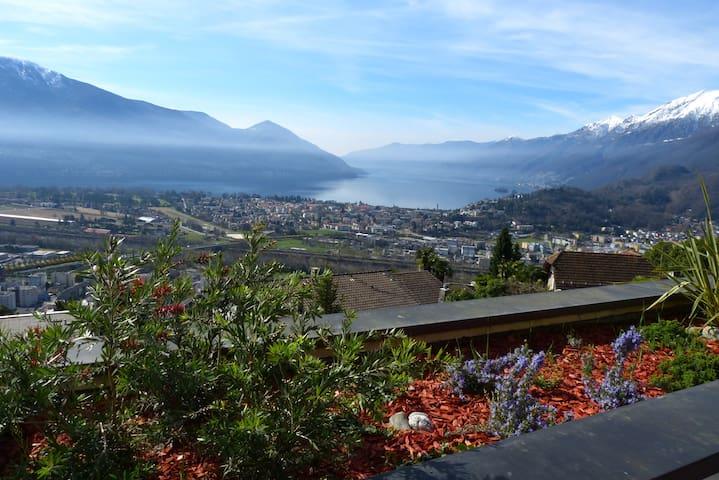 Solemonte, mit Berg und See Sicht - Locarno - Huoneisto