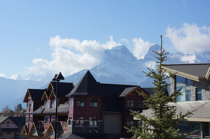 Downtown Canmore Vacation Retreat *Reduced Rates*