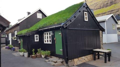 ROMANTIC old house in Tjørnuvík