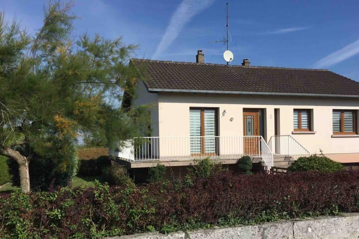 Comfortabel vakantiehuis in Noord-Frankrijk met balkon