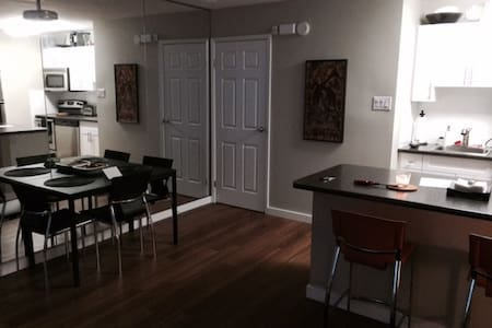 Deluxe Executive  2 BR condo w/pool - Winnipeg - Ortak mülk