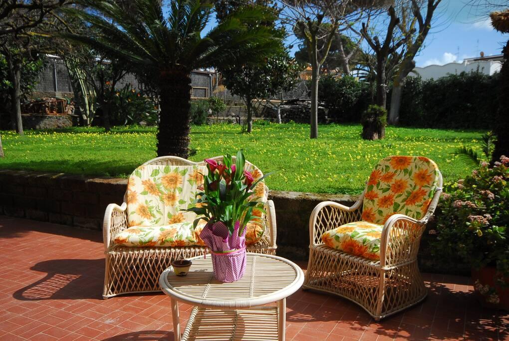 Casa con giardino a 100 mt dal mare appartamenti in - Casa con giardino milano ...