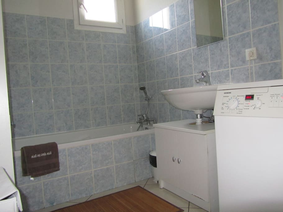 Salle de bains et WC séparés.