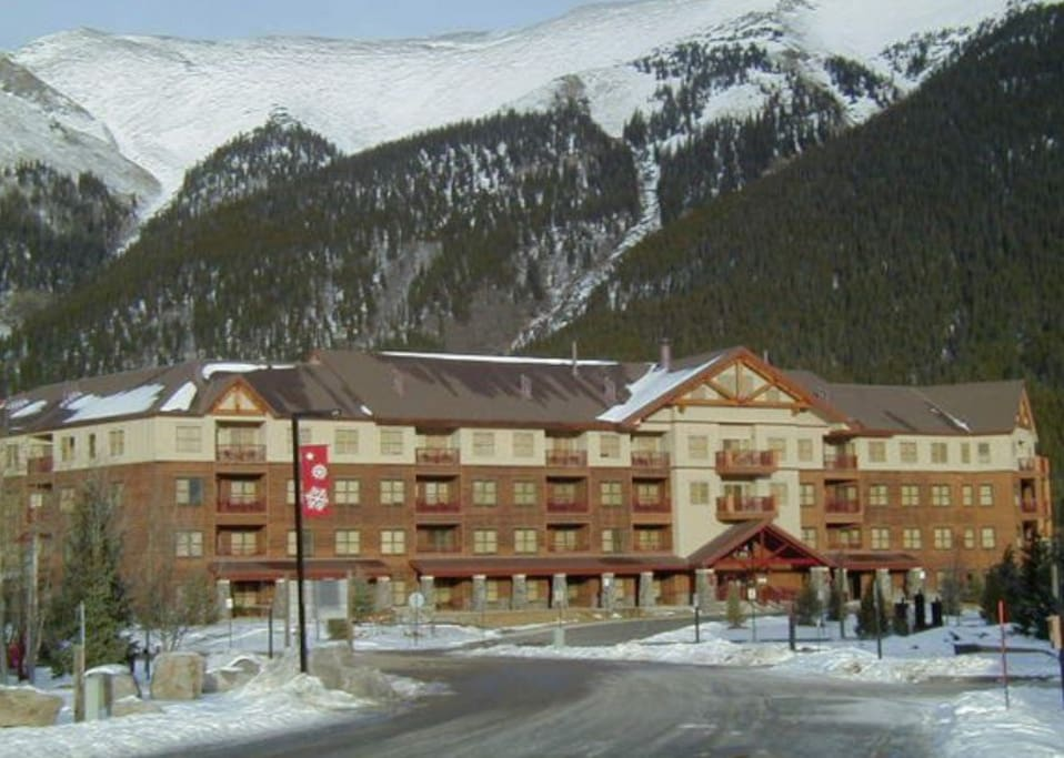 Copper Spring Lodge is host to many ski team members from all over the world in the early skiing months of November and December. The building features many amenities including 3 hot tubs, sauna, steam shower, fitness room, pool table and large lobby area