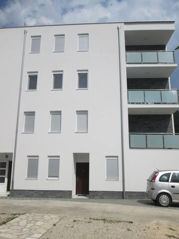Apartments Lara, 50m from beach, Makarska Riviera