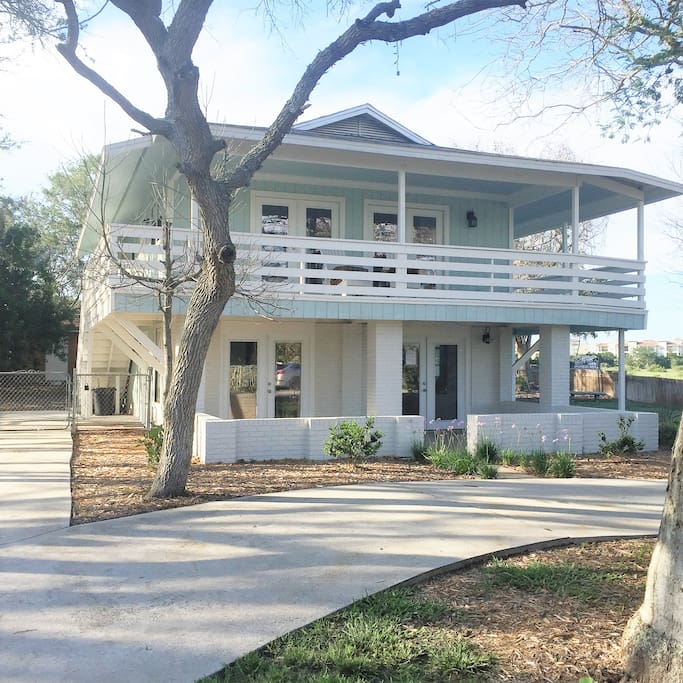 Such a great light and airy home to enjoy your vacation in St. Augustine.  Comfortable and newly designed and renovated.  You'll enjoy breezy evenings outside on the wrap around porch.  An affordable and desirable option for your vacation to the oldest city in America.