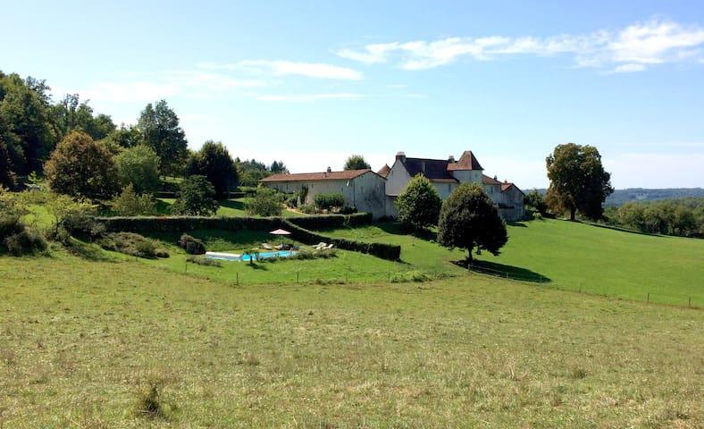 """La Glaudie, gîte de la """"Prairie"""" en Périgord Vert - Milhac-de-Nontron - Rumah"""