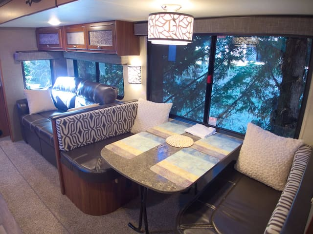 Travel Trailer Getaway - Roanoke - Camper/RV