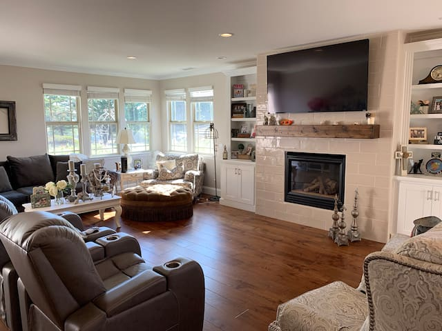 2600' Furnished Luxury home for 2 max.  60 day min