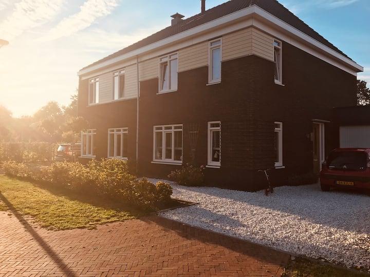 Geschakelde Villa  met buitensauna en spa/ jacuzzi