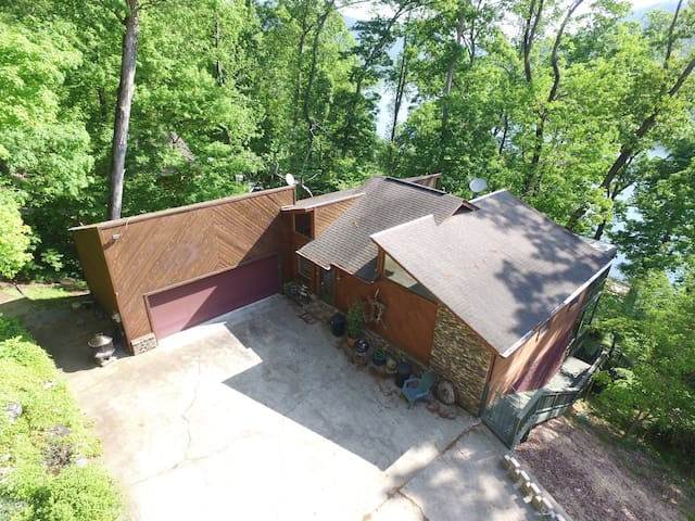 River Overlook, 18 Miles toChattanooga, sleeps 6 - Whitwell - House