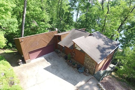 River Overlook, 18 Miles toChattanooga, sleeps 6 - Whitwell